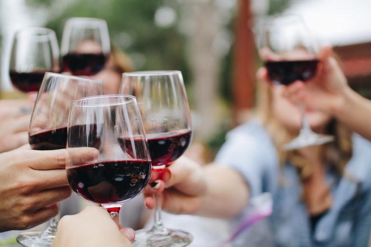 5 beneficios del vino que debes conocer